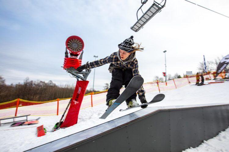 Na zdjęciu wschodzący mistrz polskiego freeskiingu Michał Konus Kulpa który będzie topił śnieg swoimi trikami sobotnich zawodach!